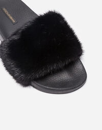 RUBBER SLIPPERS WITH MINK DETAIL