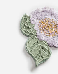 BROOCH WITH HYDRANGEA DECORATIVE DETAIL
