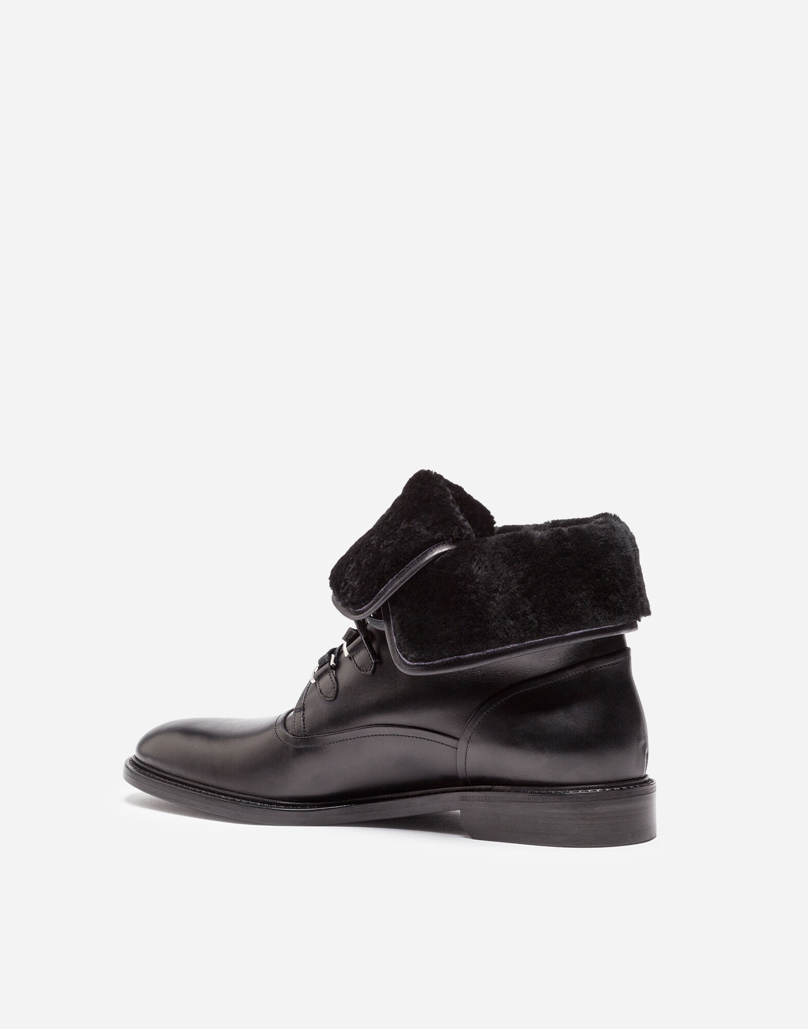 LEATHER ANKLE BOOTS WITH A SHEEPSKIN LINING