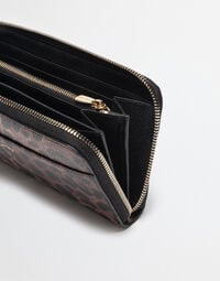 ZIPPERED WALLET IN CRESPO LEO WITH DESIGNERS PATCH