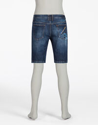 SHORT JEANS WITH REAR PATCH