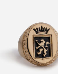 RING WITH CREST
