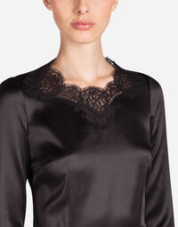 THREE-QUARTER SLEEVE LINGERIE TOP IN SATIN WITH SCALLOPED LACE INSETS
