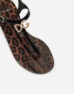 PATENT THONG SANDALS WITH LOGO