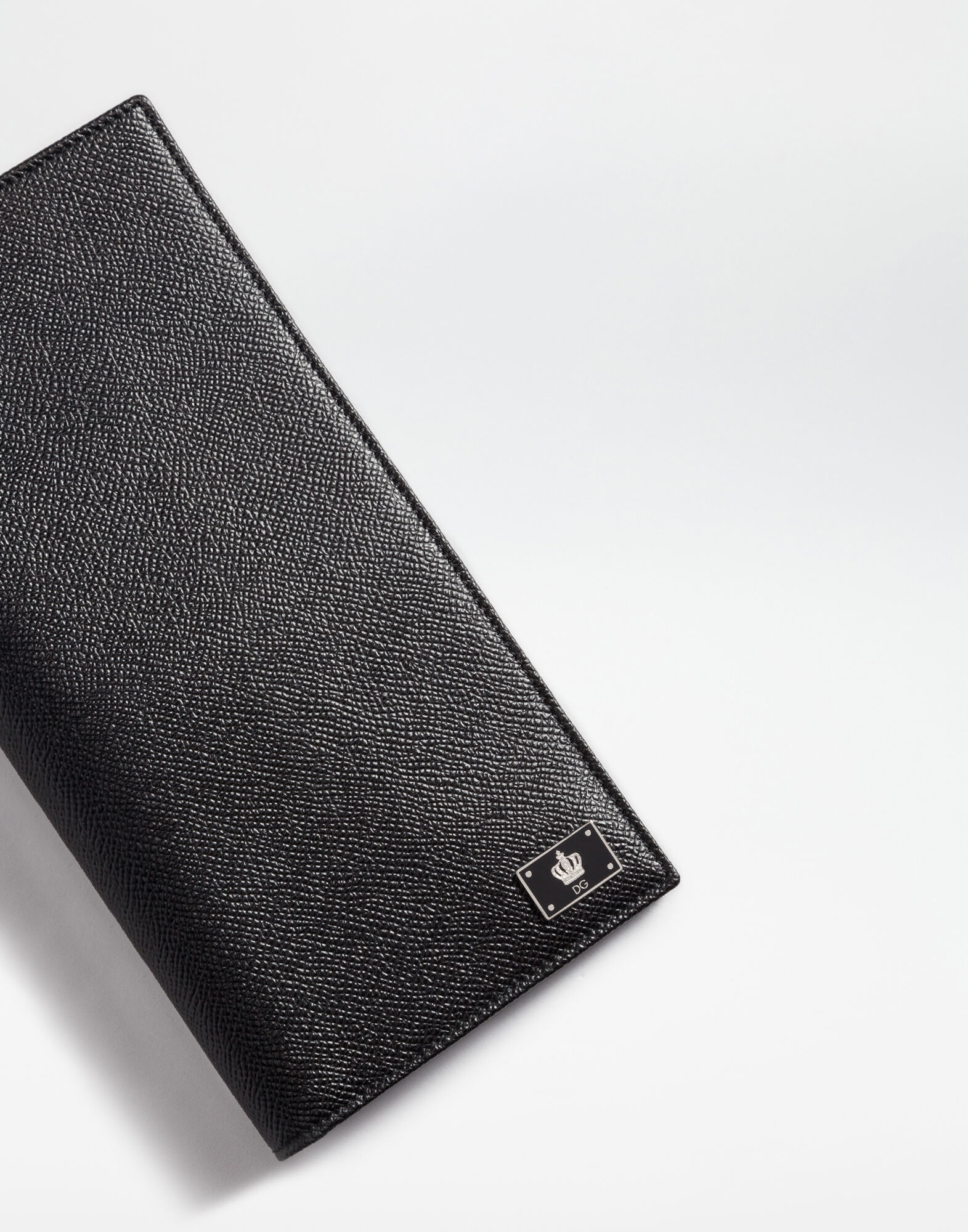 PASSPORT HOLDER IN DAUPHINE LEATHER