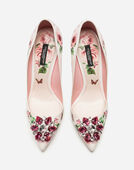 PUMPS IN PRINTED PATENT LEATHER WITH BROOCH