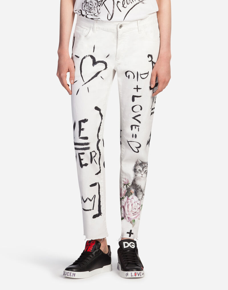 BOYFRIEND-FIT PRINTED DENIM JEANS