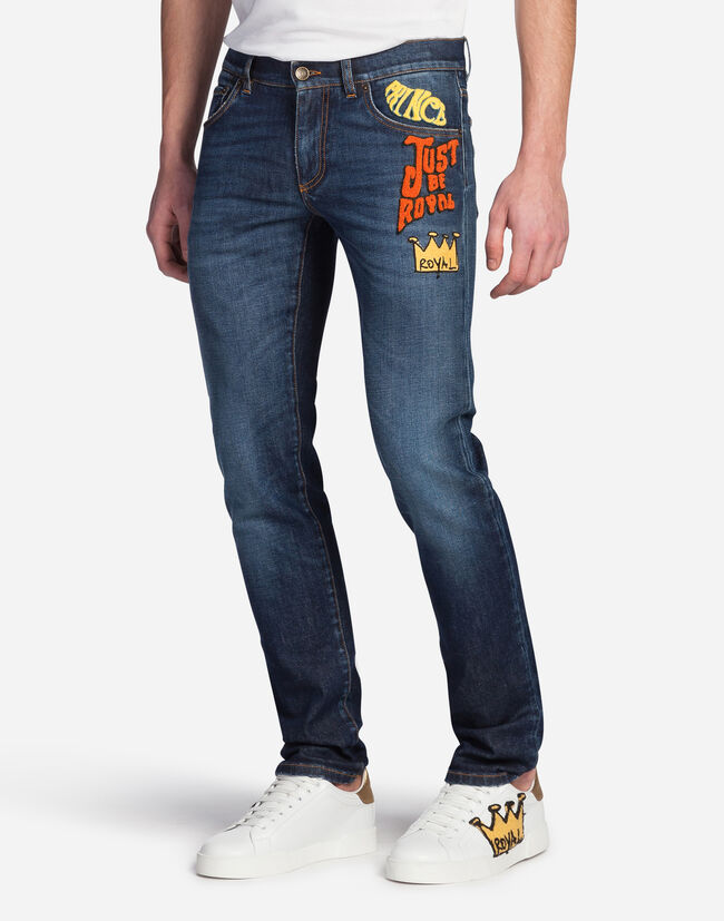 CLASSIC FIT JEANS WITH PATCH