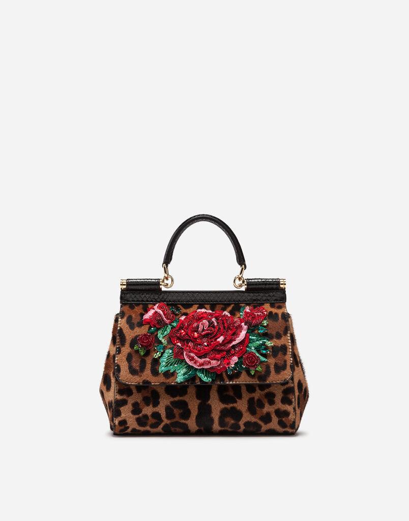 2b7fc22363ba Dolce Gabbana СУМКА СРЕДНЕГО РАЗМЕРА SICILY ИЗ ПОНИ С ЛЕОПАРДОВЫМ ПРИНТОМ И  ВЫШИВКОЙ